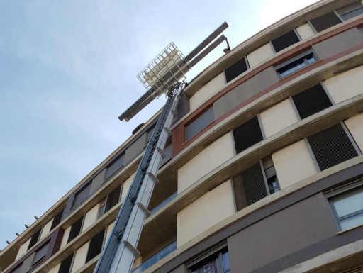 grúa elevación subir por fachada vigas madera para pergola carpintería general metalica