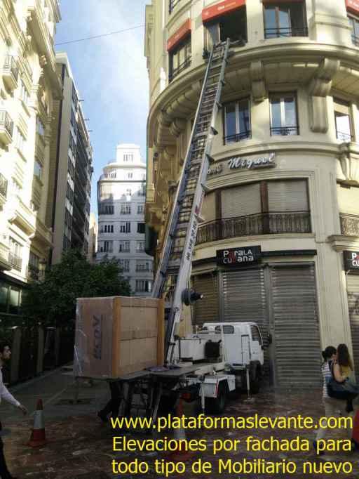 grúa elevación por fachada para muebles