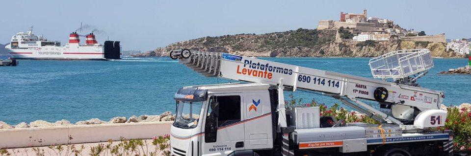 grua plataforma elevadora montacargas horyong puerto castillo ibiza